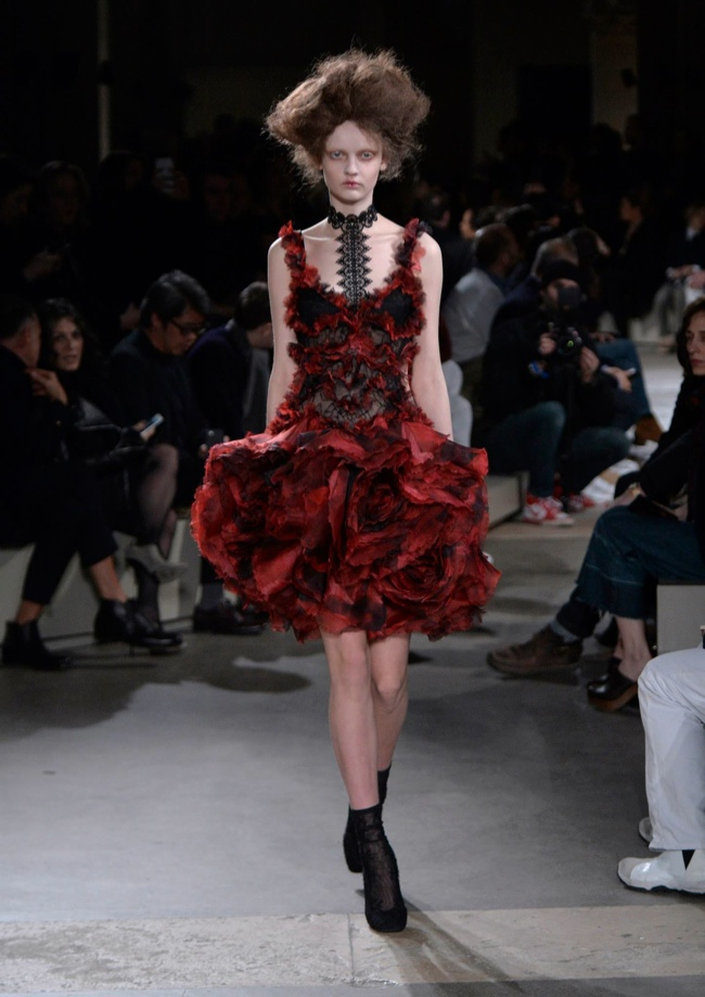 Blooming Makeup: Alexander McQueen Goes Victorian For Fall 2015