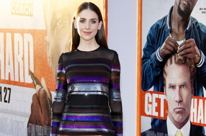 alison-brie-emilio-pucci-sequin-striped-dress01