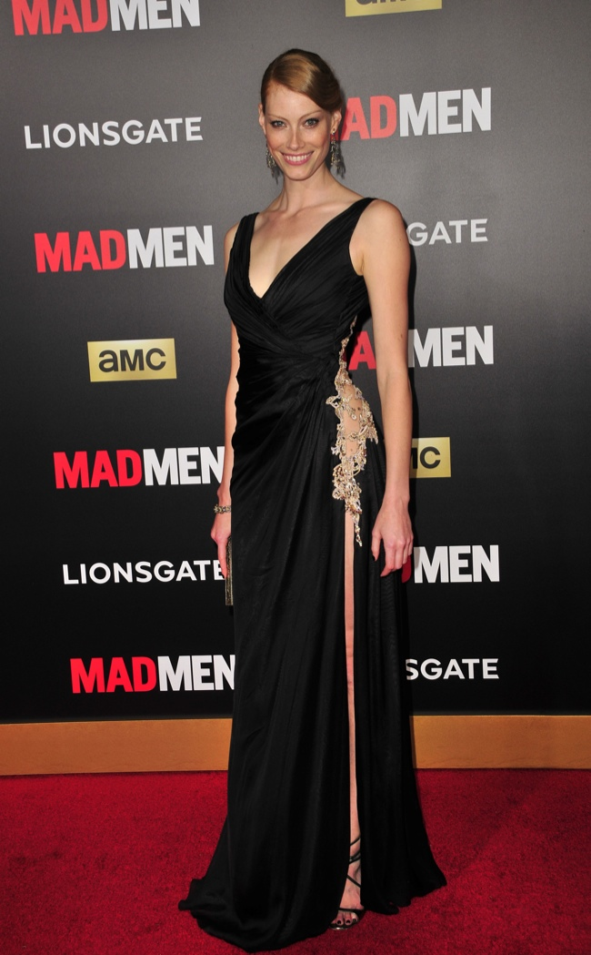 Alyssa Sutherland wore a black gown with a high slit. Photo: Koi Sojer / PR Photos