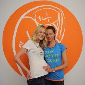 Anne V Joins the Club of Model Moms