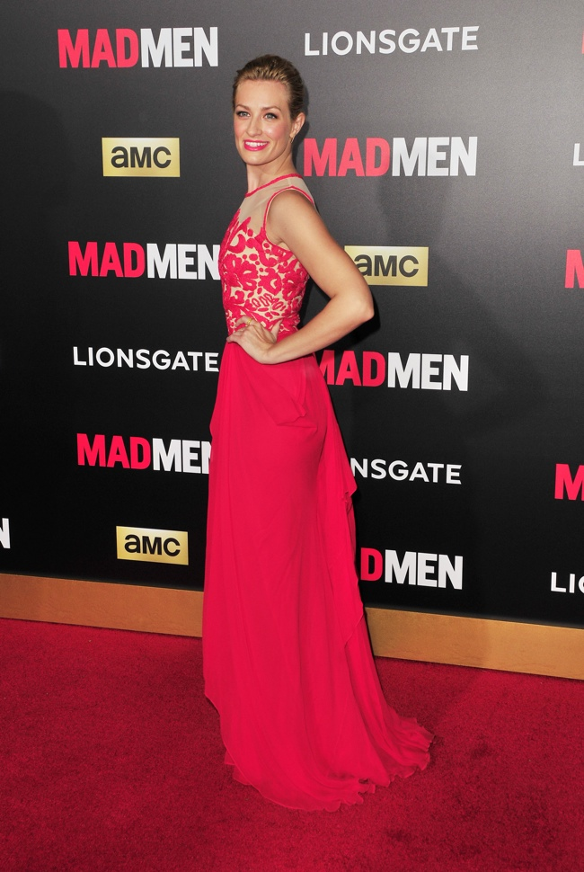 Beth Behrs was red hot in a Naeem Khan dress. Photo: Koi Sojer / PR Photos