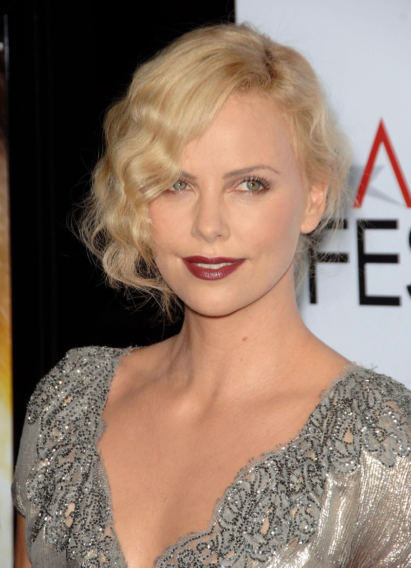 Charlize Theron shows off a 1920s inspired hairstyle with messy finger waves. Photo: Shutterstock.com