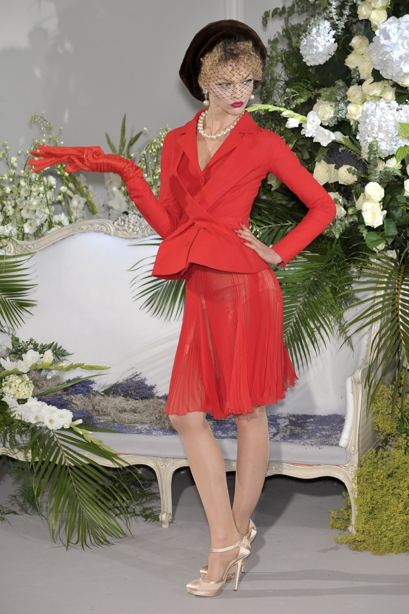 John Galliano designed a red version of the bar jacket for Dior's fall 2009 couture show.