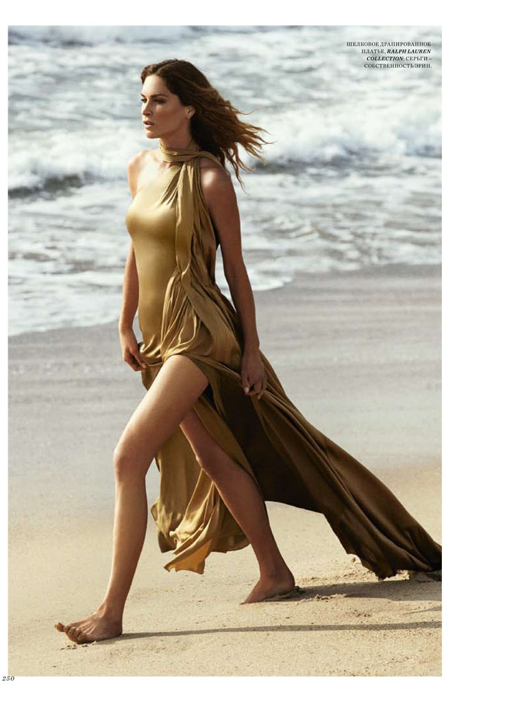 Erin looks as glamorous as ever in a gold Ralph Lauren Collection dress.