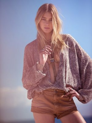 Sigrid Agren Update: See Her Modeling Casual Chic Styles