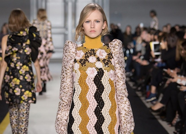 giambattista-valli-fall-winter-2015-runway42