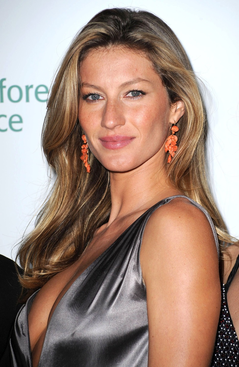 Supermodel Gisele Bundchen goes for the no makeup look on the red carpet. Photo: Shutterstock.com