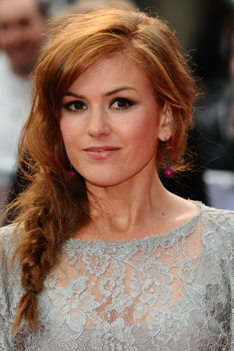 Isla Fisher wears a messy, mermaid braided hairstyle. Photo: Shutterstock.com.