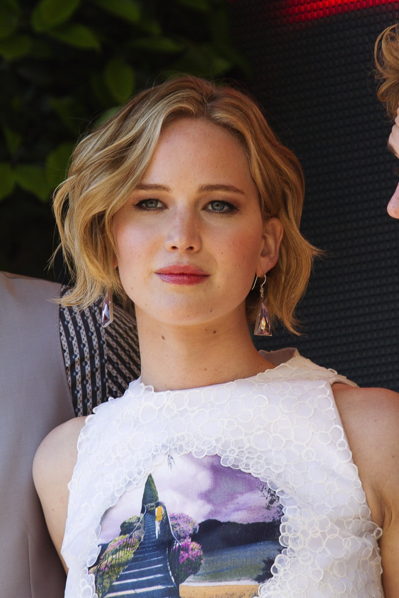 Jennifer Lawrence wears a bob length hairstyle with romantic waves. Photo: Shutterstock.com