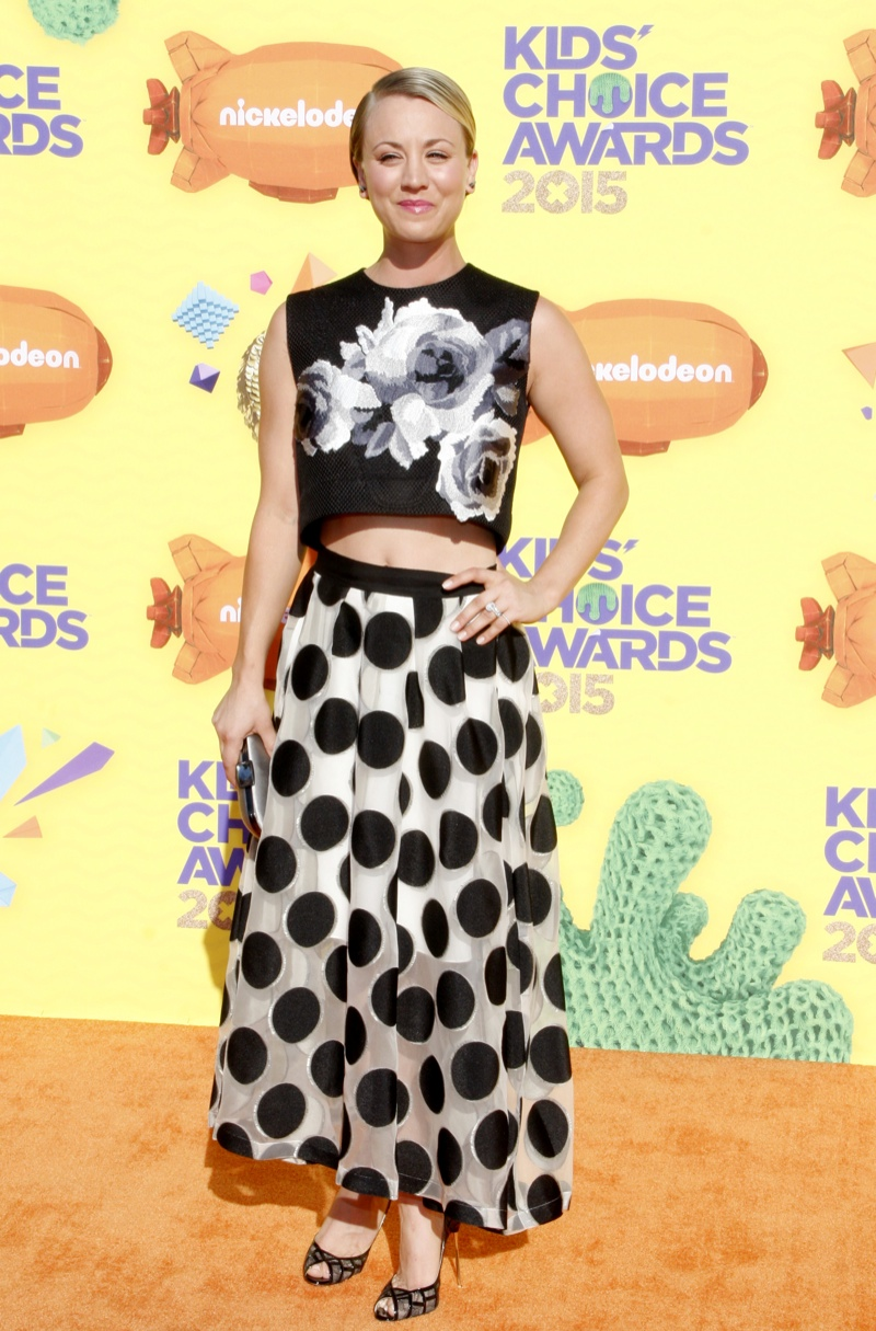 Kaley Cuoco mixed prints with a floral top and polka dot skirt. Photo: David Gabber / PRPhotos.com
