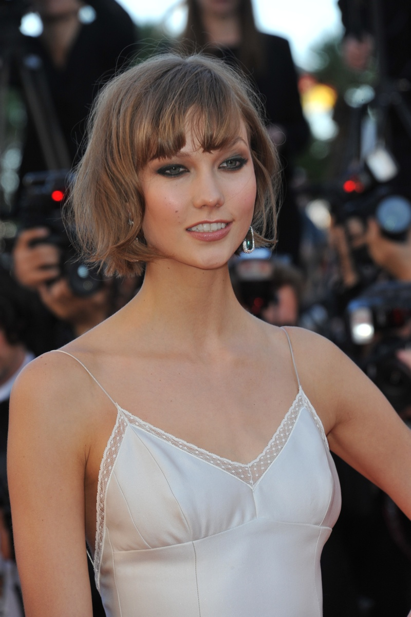 Karlie Kloss sports a curly bob with bangs. Photo: Shutterstock.com