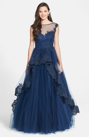 11 Gorgeous Prom Gowns & Dresses