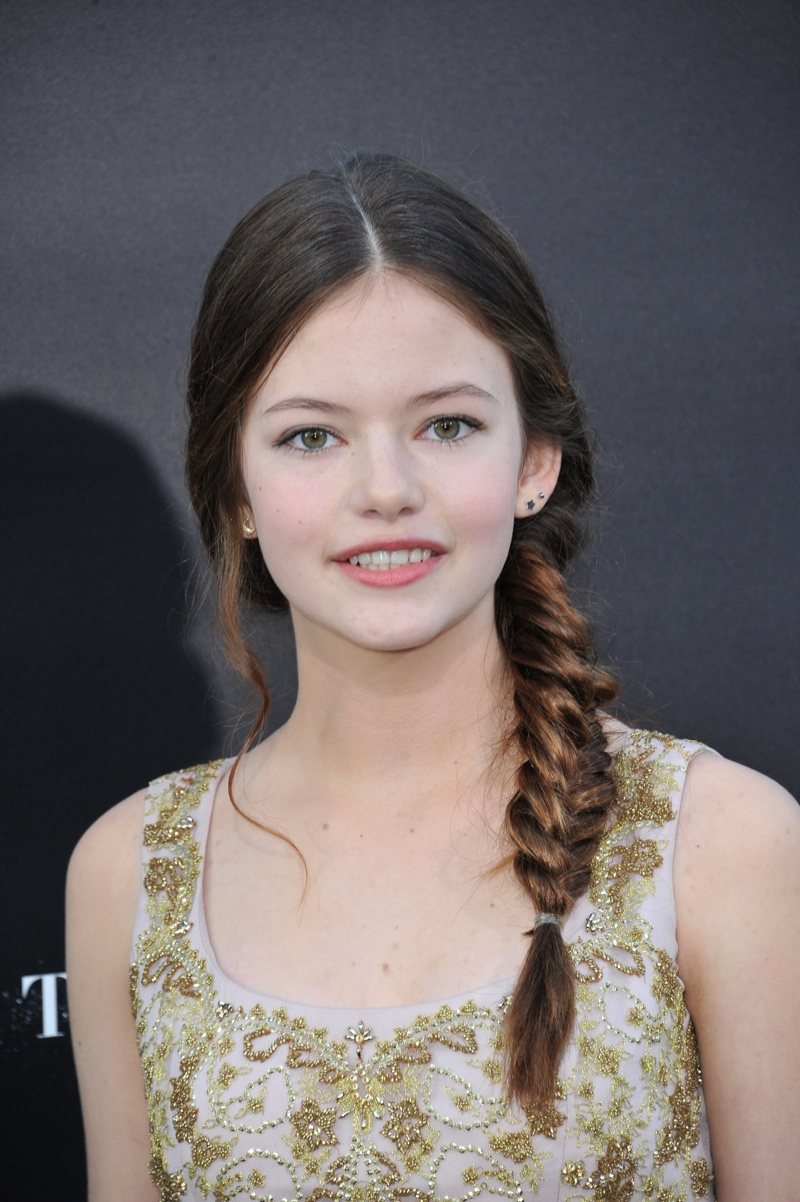 Mackenzie Foy wears a fishtail braided hairstyle. Photo: Shutterstock.com