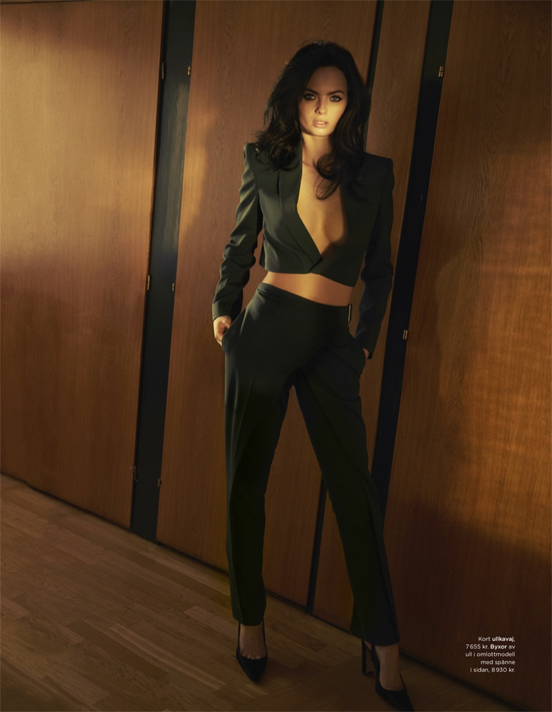 Moa models a sexy cropped jacket and high-waist pants look.