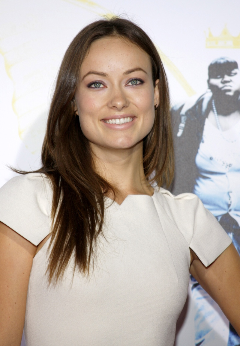 Olivia Wilde keeps a no makeup look save for a pop of bold eyelashes. Photo: Shutterstock.com