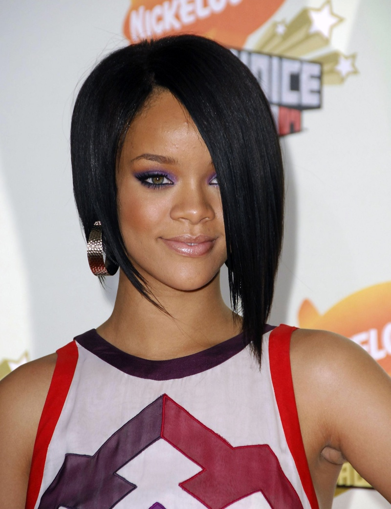 Rihanna sports an asymmetrical bob hairstyle in 2007. Photo: Shutterstock.com