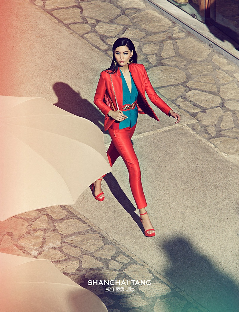 Wearing a colorful, slim-cut suit, Bonnie walks in Capri, Italy.
