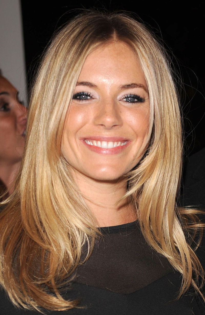 Sienna Miller glows with natural looking makeup look. Photo: Shutterstock.com