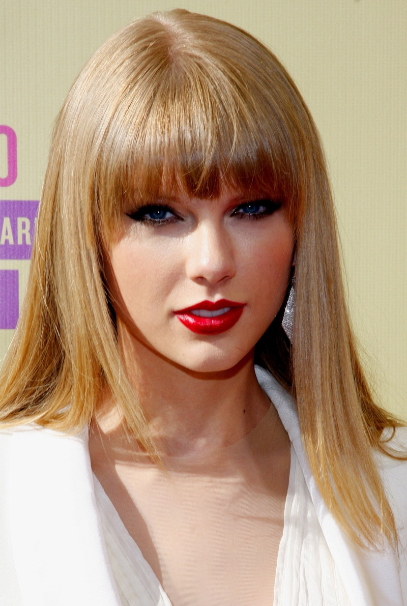 Taylor Swift wore a red lipstick shade at the 2012 MTV Music Video Awards with blunt bangs. Photo: Tinseltown / Shutterstock.com