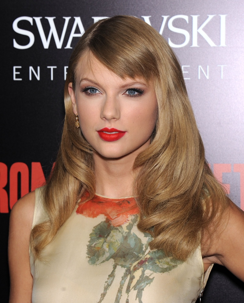 Taylor Swift with longer hair wears a red lipstick shade at the 2013 premiere of 'Romeo & Juliet'. Photo: DFree/Shutterstock.com