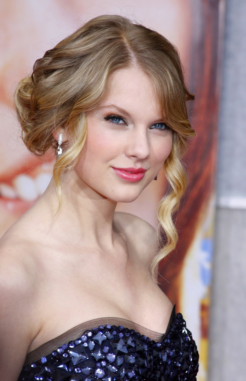Taylor Swift dons a romantic updo with ethereal curls. Photo: Shutterstock.com