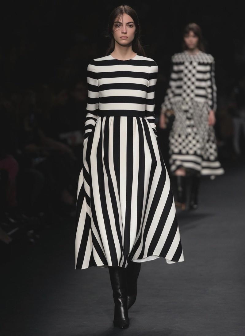 Valentino Embraces Black Amp White For Fall 2015