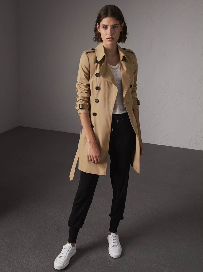Burberry The Chelsea Mid-Length Heritage Trench Coat $1,795