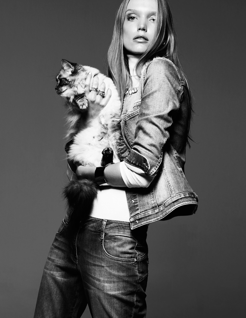 Shannon Ann Philips Models with Cats for Glamour Italia