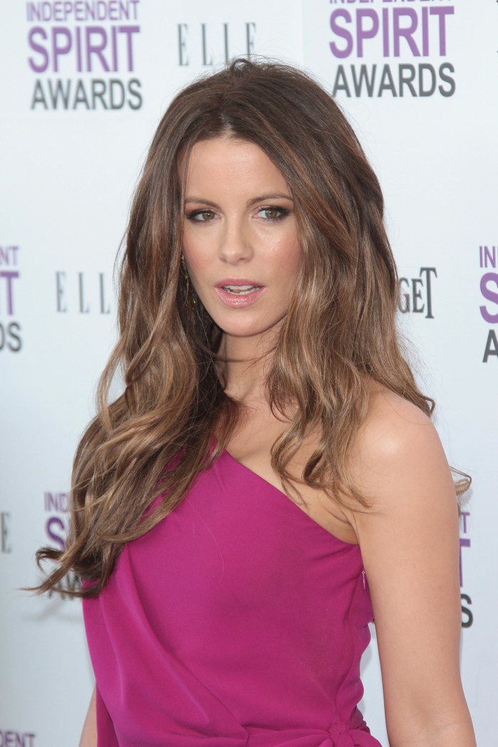 Kate Beckinsale showcases a beach glam hairstyle with blonde bayalage highlights. Photo: Andrew Evans / PRPhotos.com