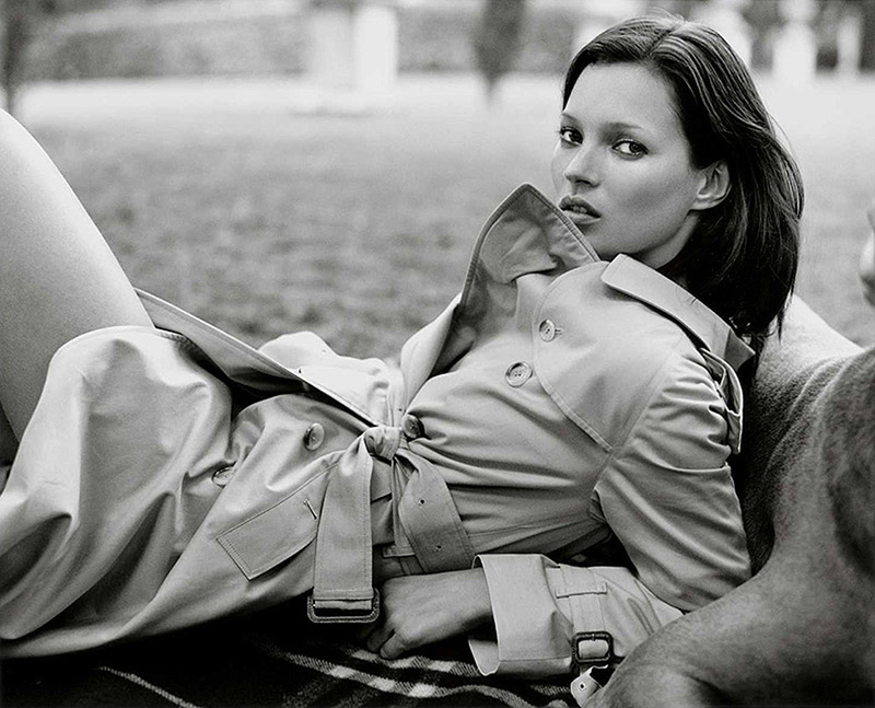 Kate Moss wears trench coat in Burberry 1999 f/w campaign