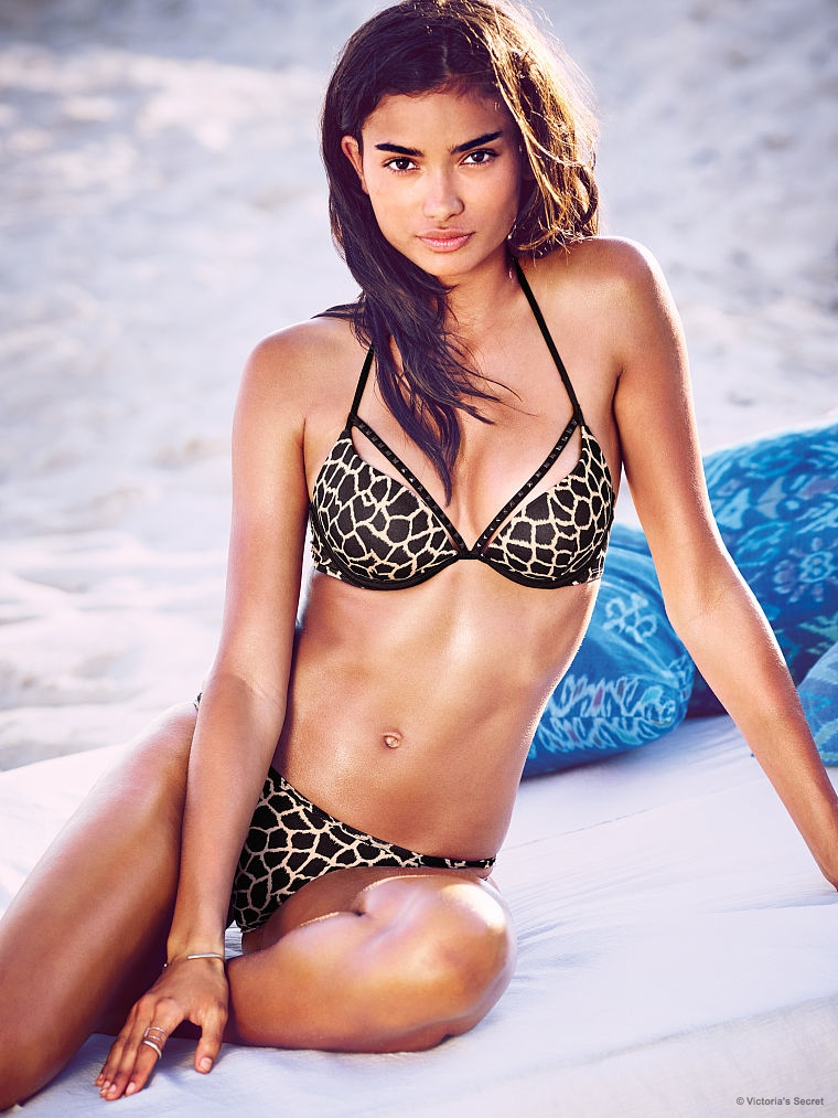 Kelly rocks a leopard print bikini on the beach from VS