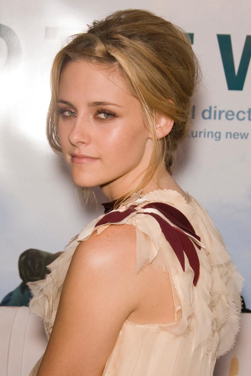 Later in 2007, Kristen Stewart showed off a blonde updo at the 'Into the Wild' LA Premiere. Photo: Chris Hatcher / PR Photos