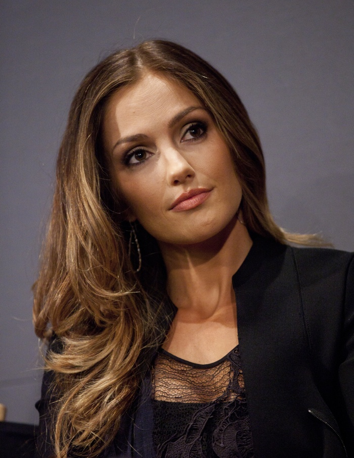 Minka Kelly brings some sun-kissed appeal to her dark hair with light bayalage. Photo: Janet Myer / PRPhotos.com