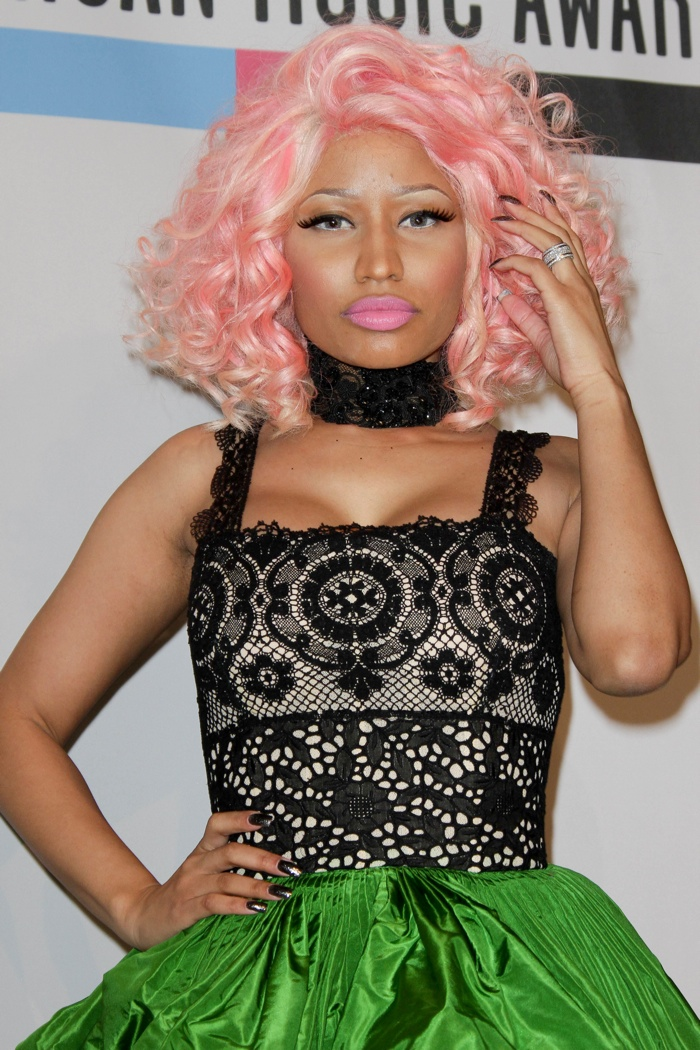 Nicki Minaj is famous for her colorful wigs. Here she is with a pink, curly hairstyle. Photo: Andrew Evans / PR Photos