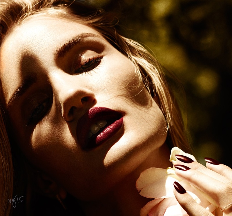 Rosie Huntington-Whiteley Wows in Naked Photos for Violet Grey