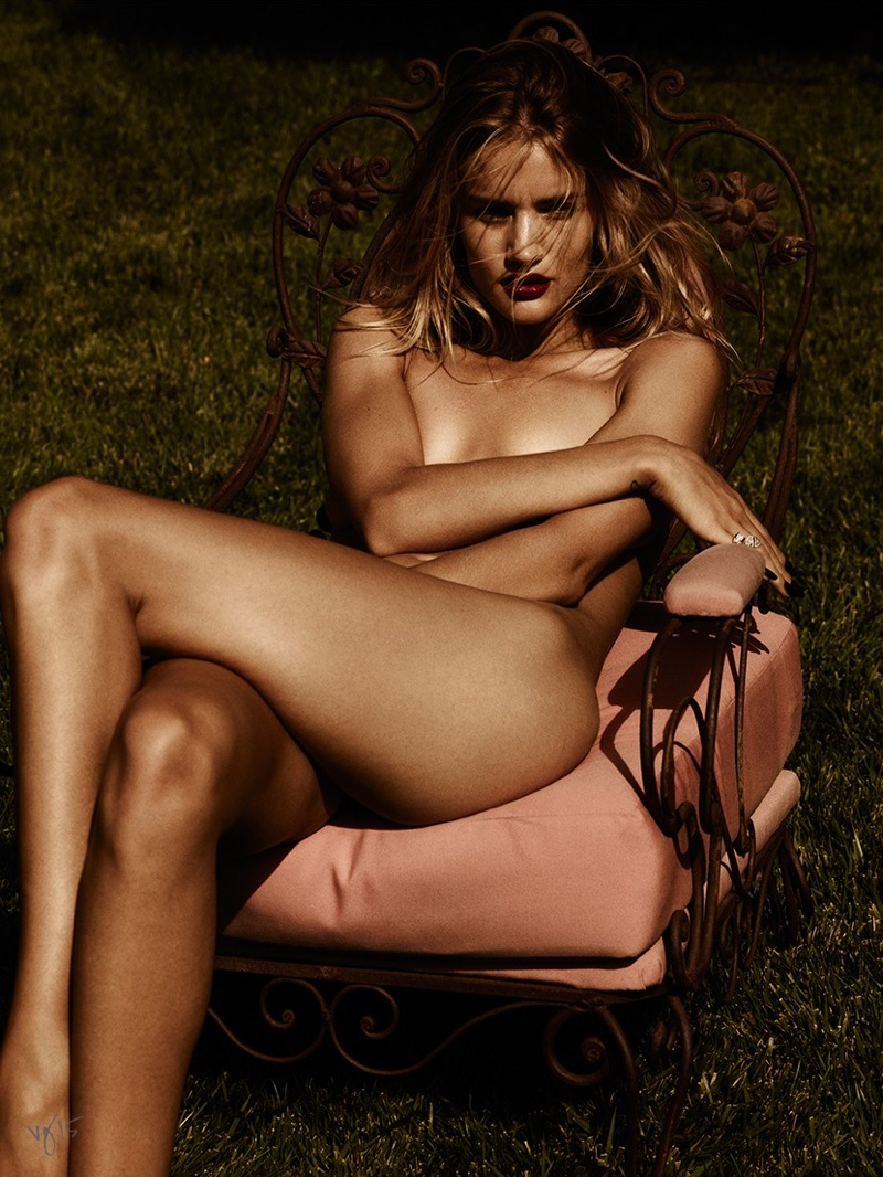 Rosie says Kate Moss set the standard for nudity.