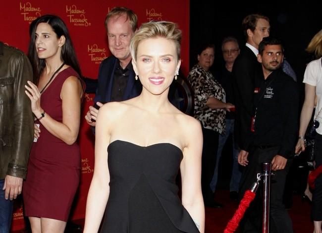 scarlett-johansson-black-stella-mccartney-dress