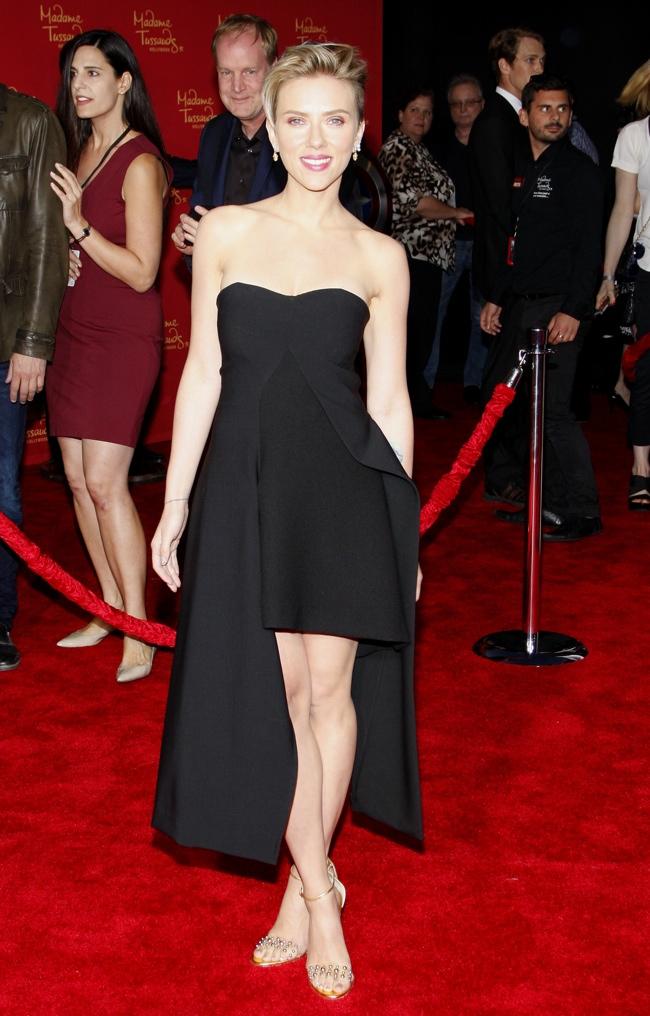 Scarlett Johansson showed some leg in a black Stella McCartney dress. Cobie Smulders wore a form-fitting blue and white Bibhu Mohapatra dress. Photo: David Gabber / PRPhotos.com