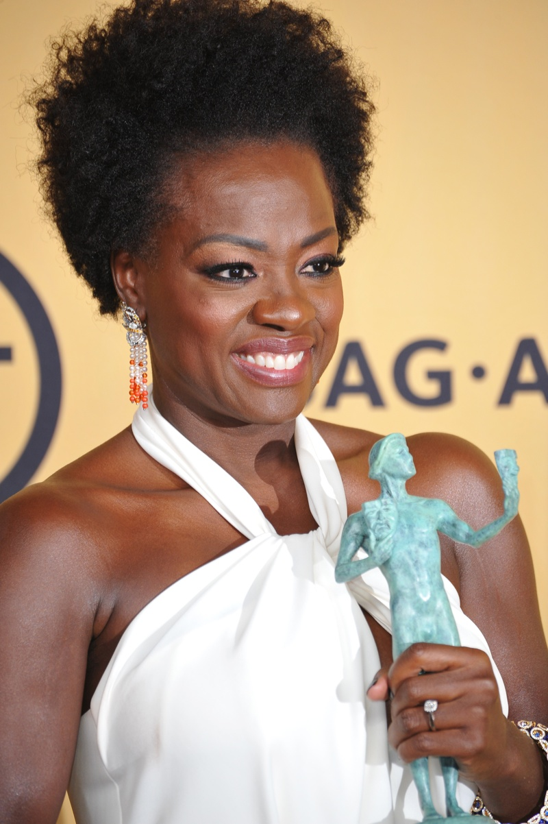 Viola Davis revealed her natural hair on 'How to Get Away with Murder', and here she is sporting her mane on the SAG Awards. Photo:  Jaguar PS / Shutterstock.com