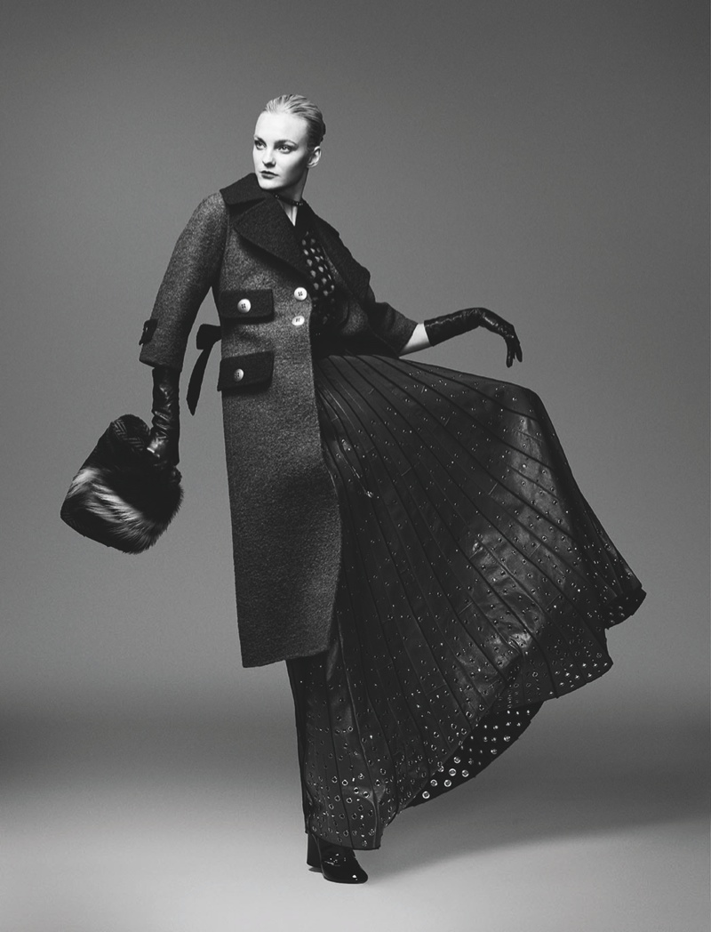 Caroline Trentini in Marc Jacobs