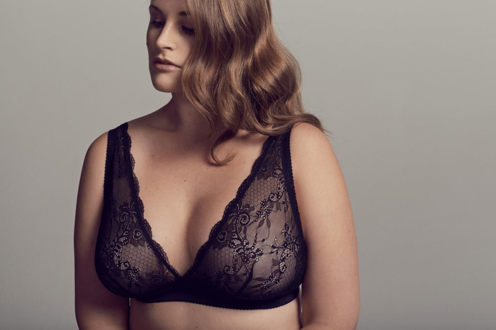 Emily stuns in a lace bra from Cosabella