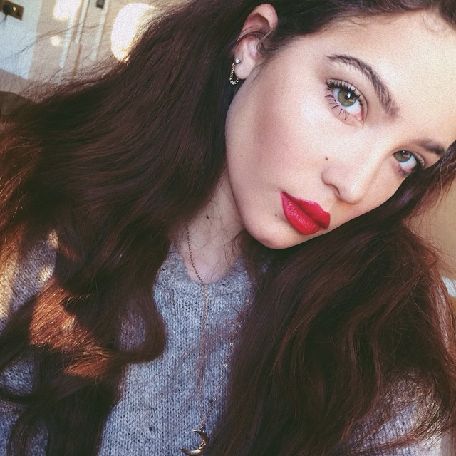Halsey with long brown hair