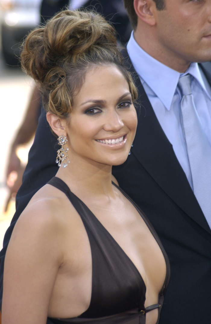 Jennifer-Lopez-Large-Messy-Bun