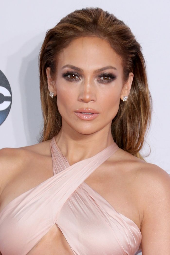 Jennifer Lopez is famous for her bronde locks, combining a blonde and brown hair color. Photo: Featureflash / Shutterstock.com