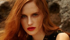 Photographed by Cihan Öncü, the redhead model wears summer style