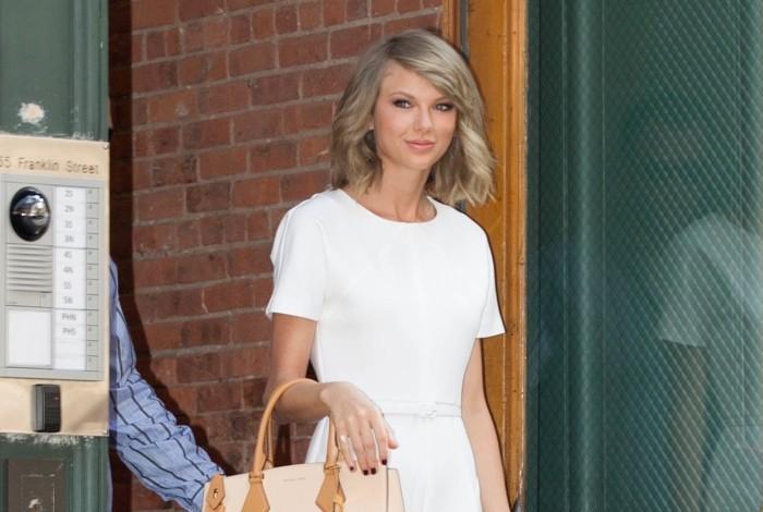 Taylor-Swift-Rachel-Zoe-Romper-Michael-Kors-Bag