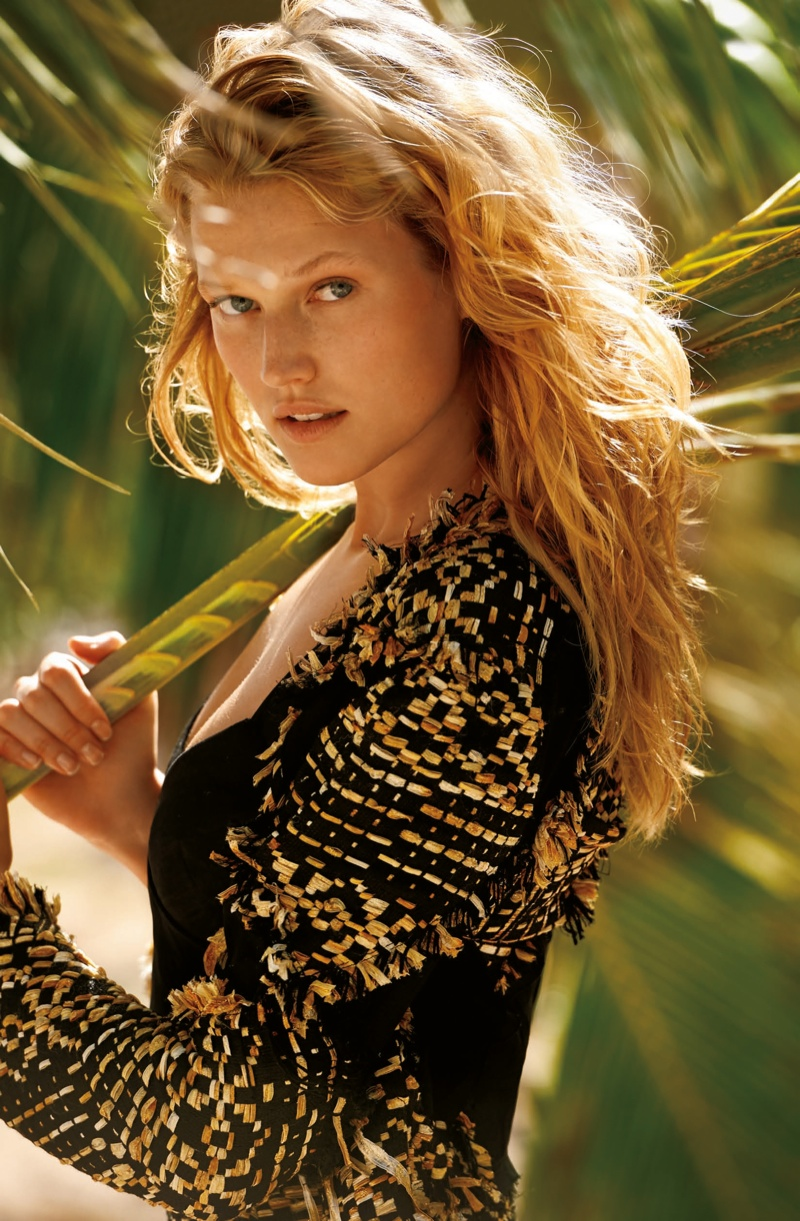 Her blonde tresses are in wild waves for the summer themed images