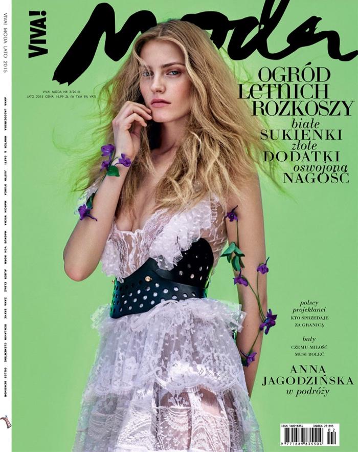 Anna Jagodzinska lands cover of Viva! Moda magazine
