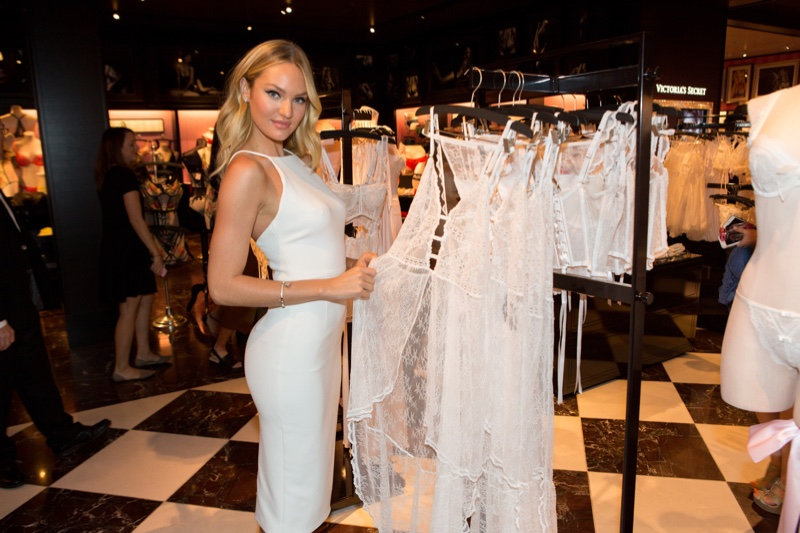 Candice Swanepoel signs autographs in a Dallas, Texas, Victoria's Secret