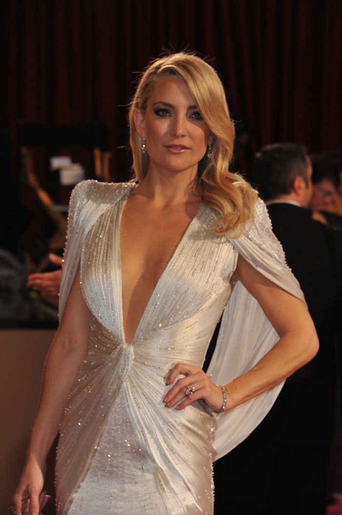 Kate Hudson Cuts Her Hair, See the New 'Do!